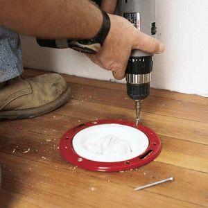 Как установить унитаз на деревянный пол своими руками