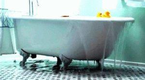 Перелив воды в ванне