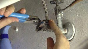 Работа с трубами при замене смесителя