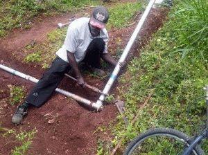 Укладка труб горячего водоснабжения
