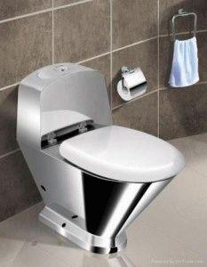 Унитаз в общественном туалете