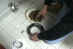 Монтаж унитаза на кафельную плитку