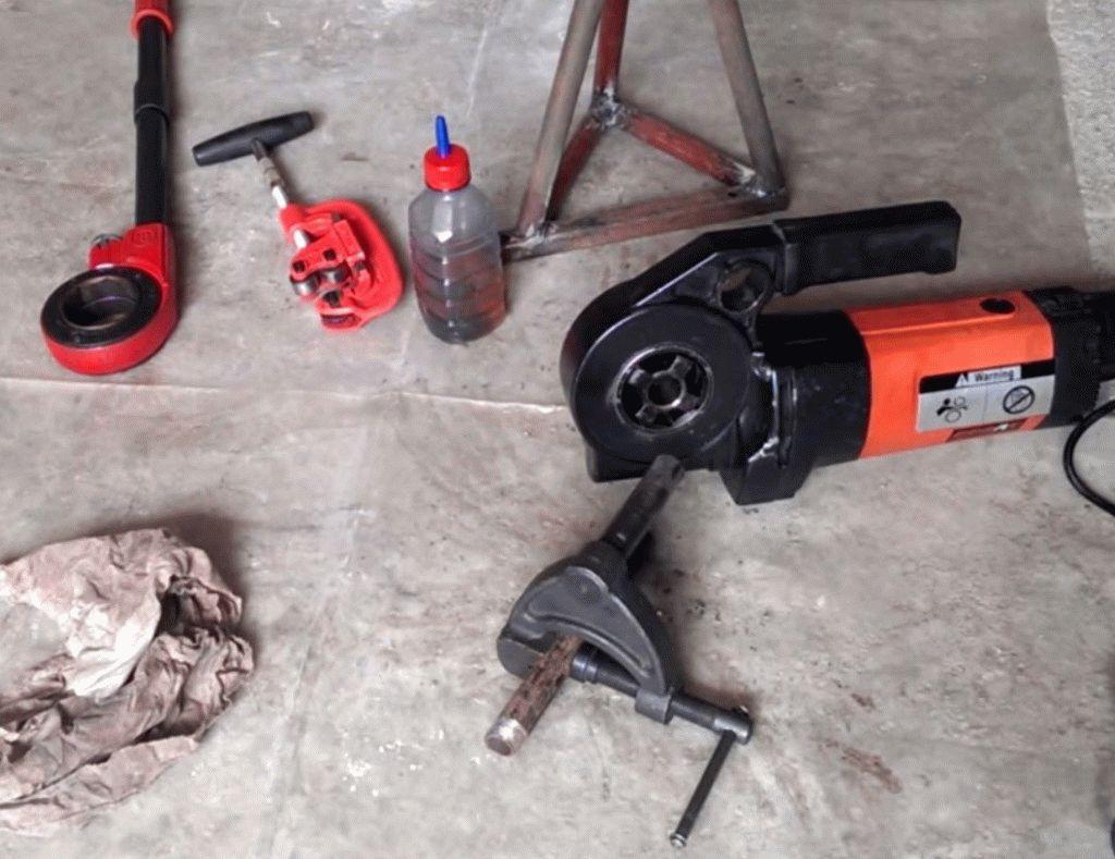 Инструменты для нарезки резьбы