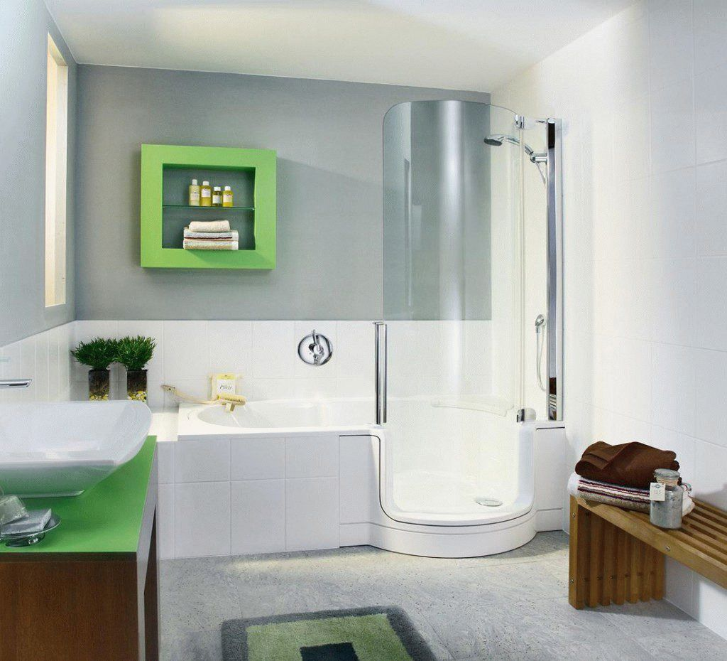 Ванна в санитарной комнате